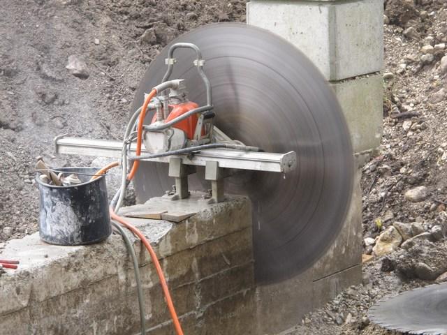 Stahlbeton - Torpfeiler absägen und umsetzen
